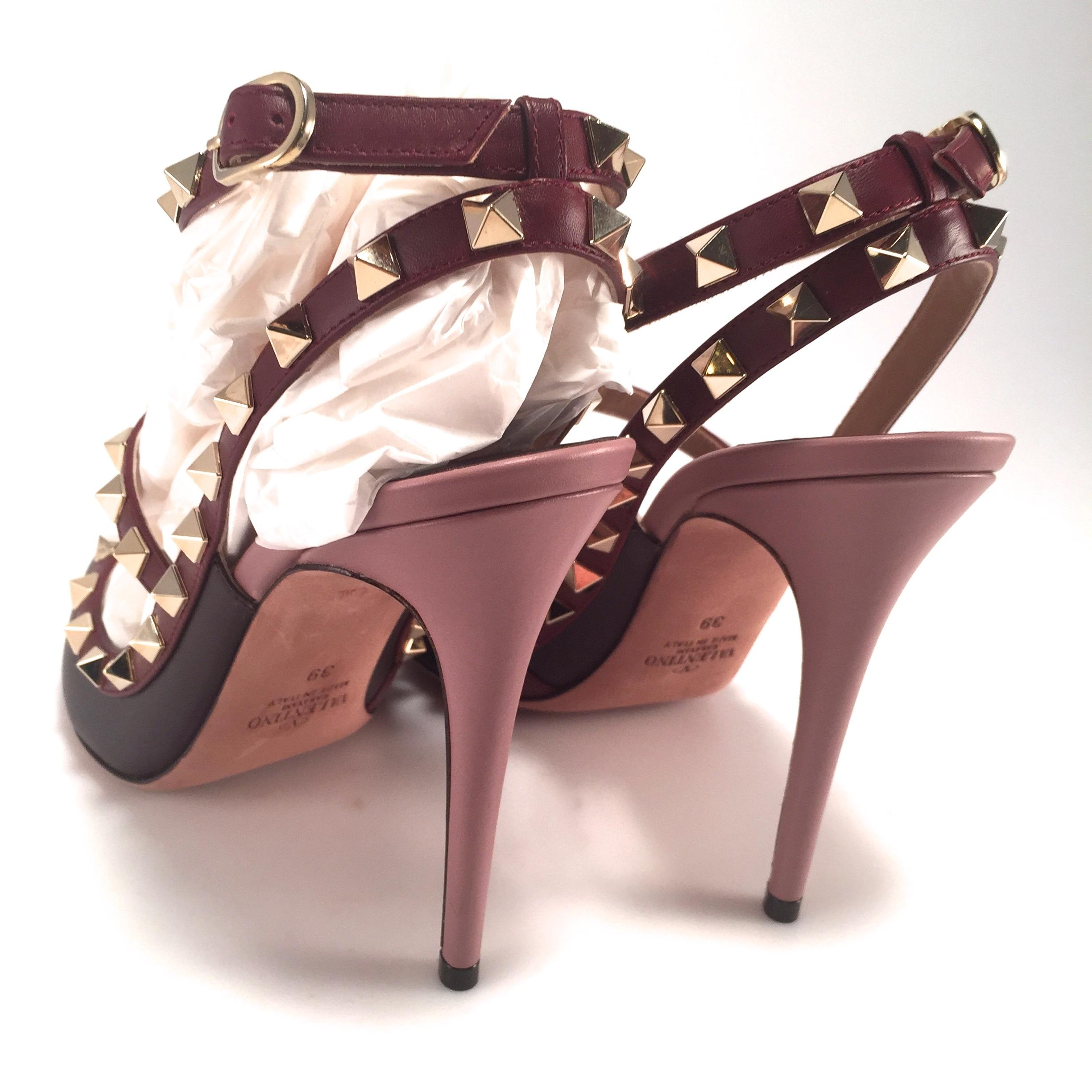 a3e6d8560a8a ... Valentino Burgundy New Rockstud Wine Plum Cage Cage Cage 100mm Heels 39  8  475 Pumps ...