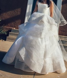 Vera Wang Katherine Deluxe With Lace Wedding Dress